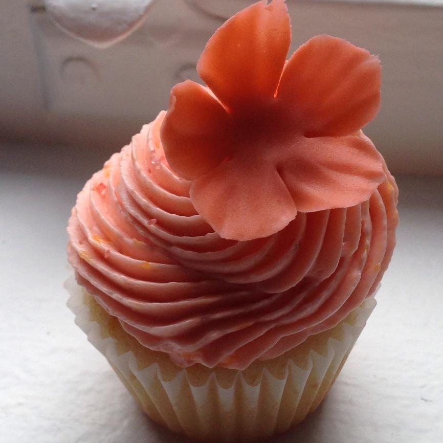 Peach cupcakes.