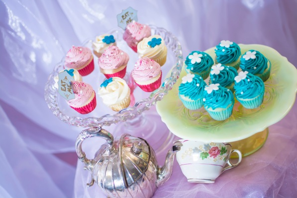 Alice in wonderland tea party cupcakes