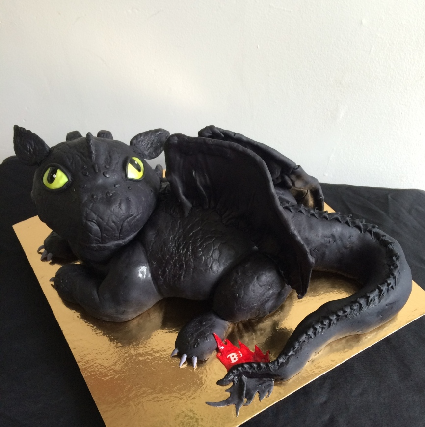 Toothless the dragon cake, from how to train your dragon movie