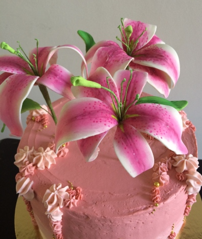 Vanilla raspberry cake with gum past lilies