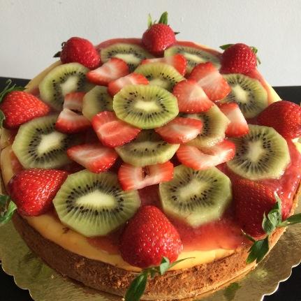 Gluten free kiwi strawberry cheesecake