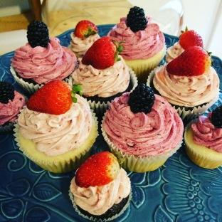 Chocolate & vanilla, strawberry & blackberry, large & mini cupcakes