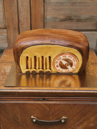 Vintage radio cake with handmade fondant details