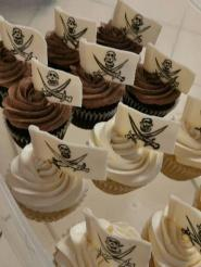 Pirate flag cupcakes